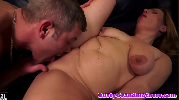 Granny fuck, Pussylicking